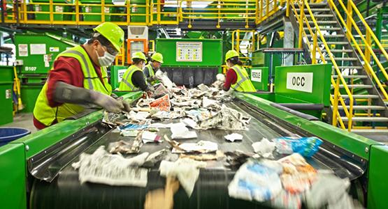 Работници във фабрика за рециклиране | NORD Holding AD